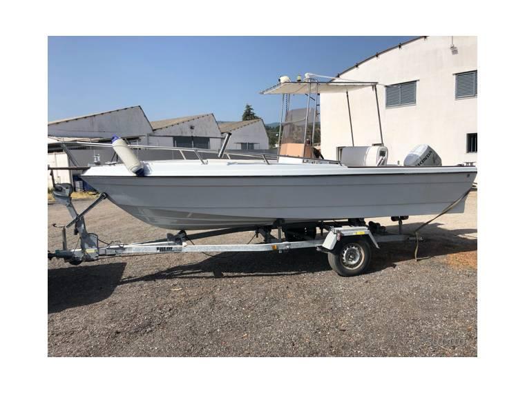 Imbarcazione open completa di motore Honda 40