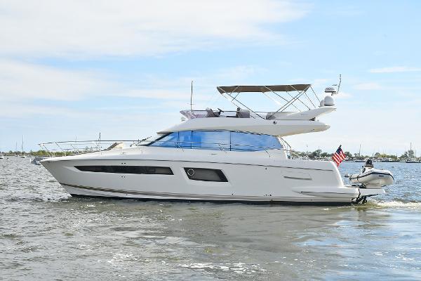 Prestige 500 Flybridge Port Side