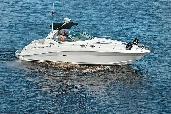 Sea Ray 340 Sundancer Underway 4