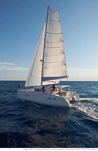 Lagoon 400 S2 Sailing