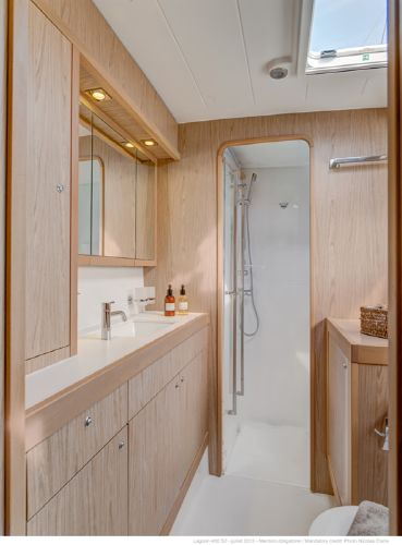 Lagoon 400 S2 Bathroom