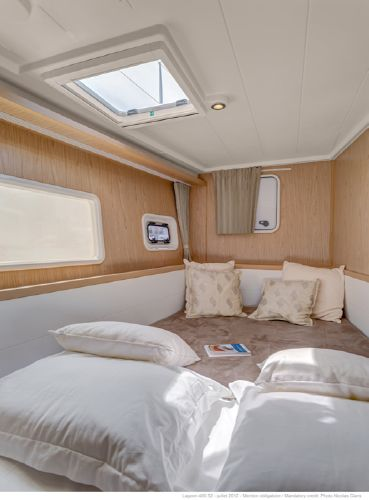 Lagoon 400 S2 Port Forward Guest Cabin