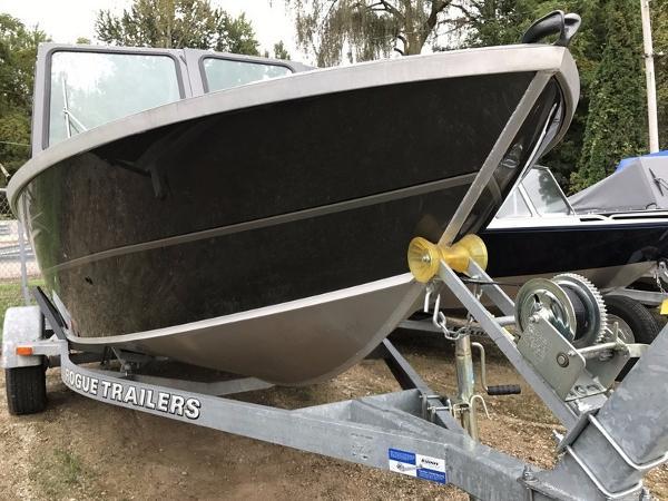 Alumaweld Stryker Sport 18 ft