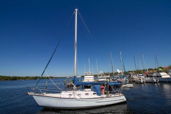Soverel 37 Port Side Sails Down