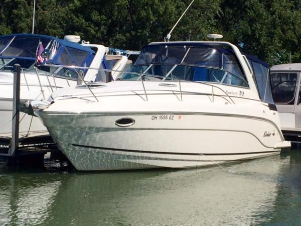 Rinker 300 Fiesta Vee Exterior at the dock