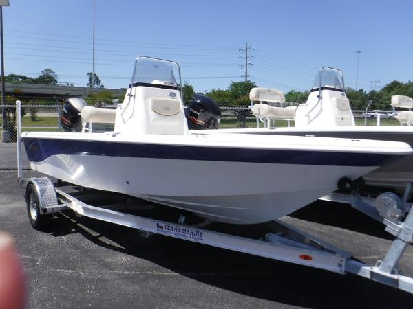 NauticStar 1910 BAY WITH LEANING POST
