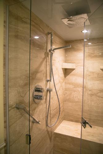 M/Y DESTINY: Owner Bathroom