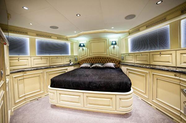 M/Y DESTINY: VIP Cabin