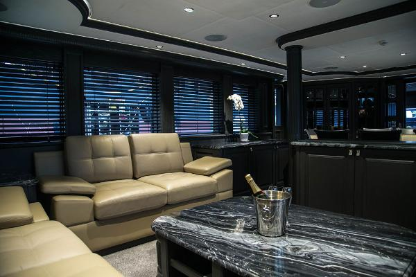 M/Y DESTINY: Saloon