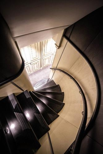 M/Y DESTINY: Staircase