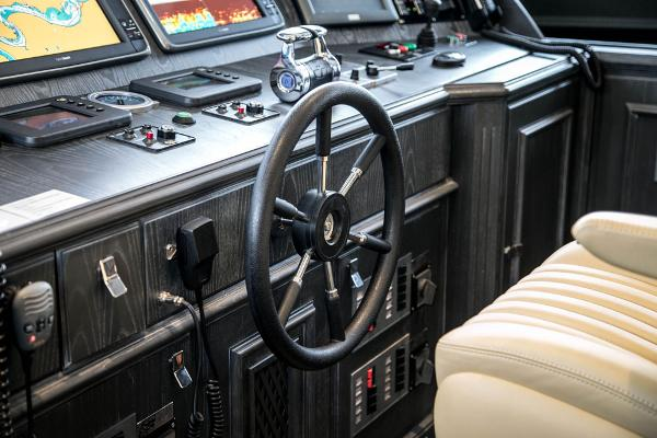 M/Y DESTINY: Wheelhouse