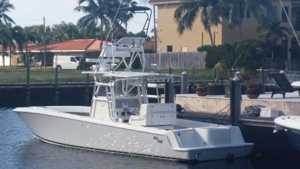 Sea Vee 34 Center Console BOW THRUSTER DIESEL LOW HOURS