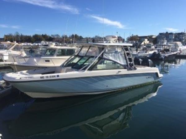Boston Whaler 27' Vantage