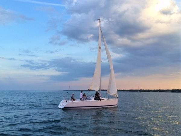 Catalina 275 Sport Long Water Line + Large Main + Self Tacking Jib = Fast & Easy Sailing
