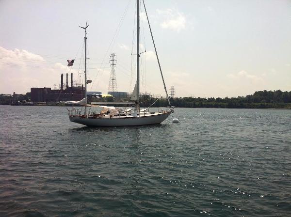 Hinckley Bermuda 40 Mooring, starboard side