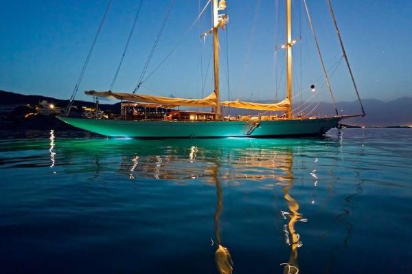 Mengi Yay Sailing 42m Mengi Yay Sailing 42m