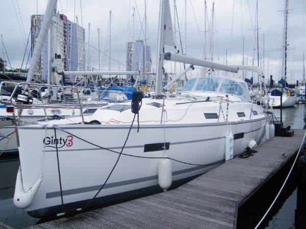 Bavaria Cruiser 36 Port bow