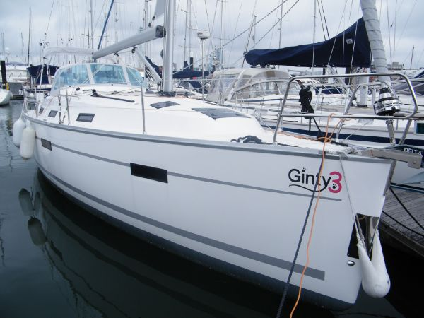 Bavaria Cruiser 36 Stbd bow