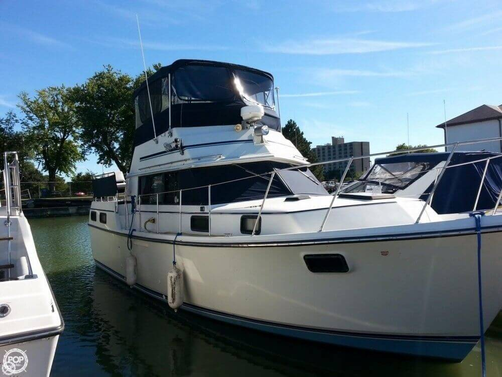 Carver 36 Motor Yacht 1984 Carver 36 for sale in Port Clinton, OH