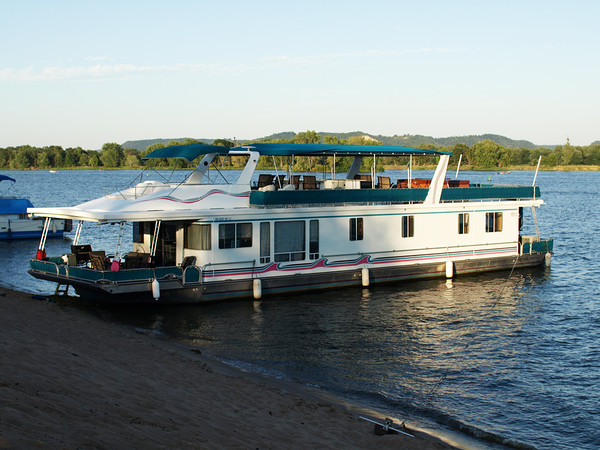 Lakeview Yachts HOUSEBOAT 79 X 18 Picture #1