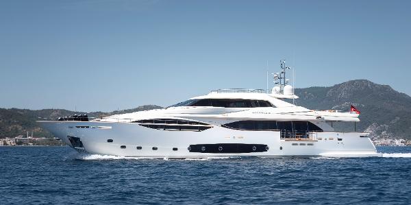 Ferretti Yachts Custom Line 124