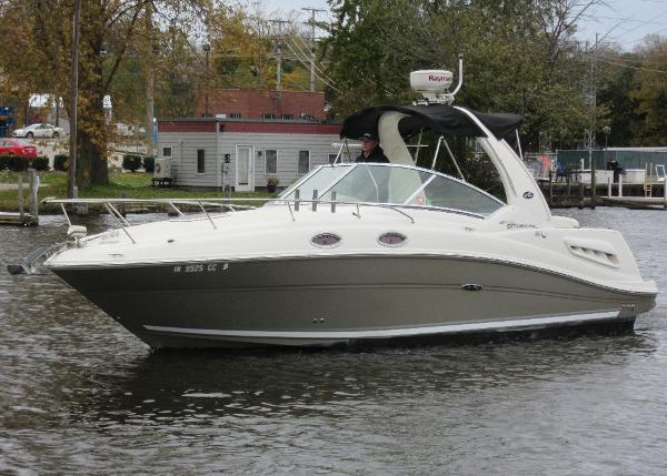 Sea Ray 260 Sundancer ON THE WATER