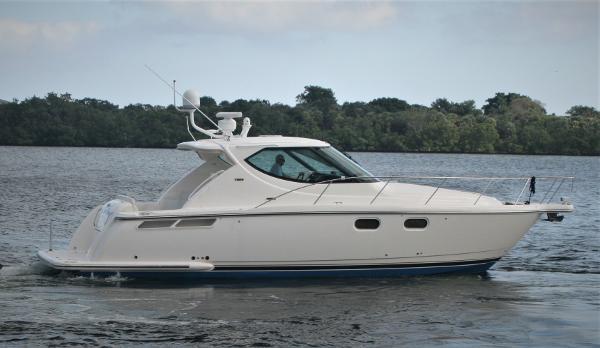 Tiara 3900 Sovran Starboard Profile