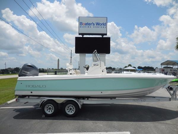 Robalo Boats 226 Cayman