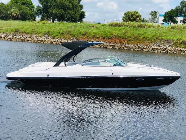 Rinker 276 Captiva Cuddy Cabin Starboard profile