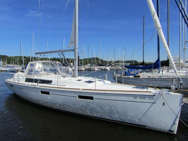 Beneteau 45 Oceanis Exterior Profile