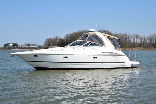 Cruisers Yachts 3772 Express Profile