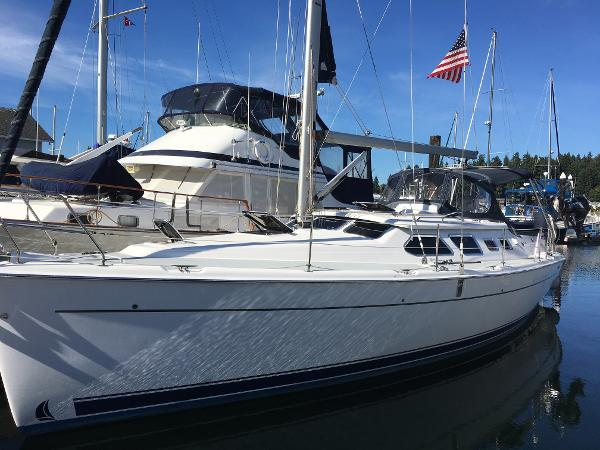Hunter 41 Deck Salon