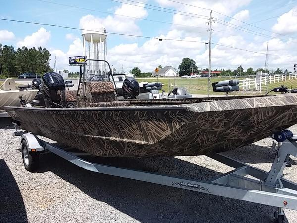 LOWE BOATS Hunting Roughneck 2070 CC Camo