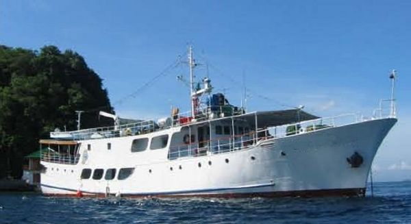 1979 33m Steel Full Service Dive Cruiser /19 twin sharing cabins
