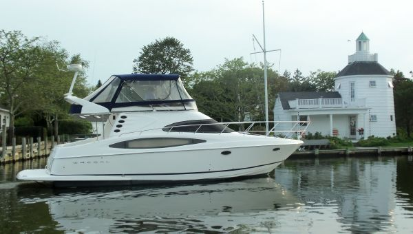 Regal 4080 FLYBRIDGE SEDAN Starboard