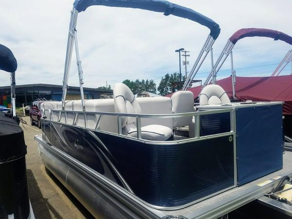 Qwest 818 XRE Cruise LS