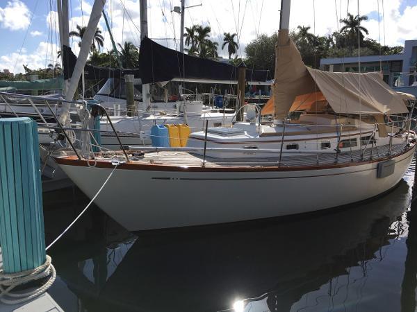 Mason 34 Ta Shing PAE Port bow