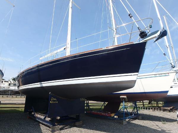 Tartan 3700 Starboard bow