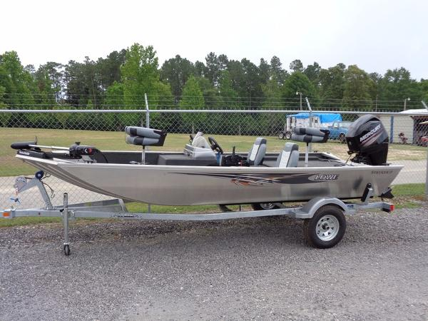 LOWE BOATS Multi-Species Stryker 17