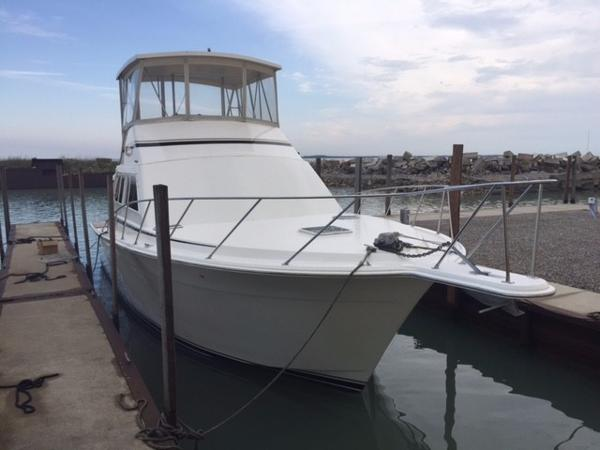 Egg Harbor Convertible Starboard Bow  2