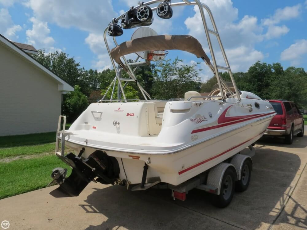 Sea Ray 240 Sundeck 1997 Sea Ray 240 Sundeck for sale in Lafayette, LA