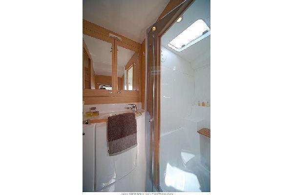 Lagoon 380 Bathroom