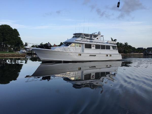 Hatteras 74 Cockpit Motor Yacht