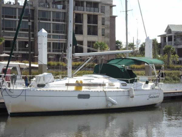 Beneteau Oceanis 321 Soul Mates at slip in Charleston