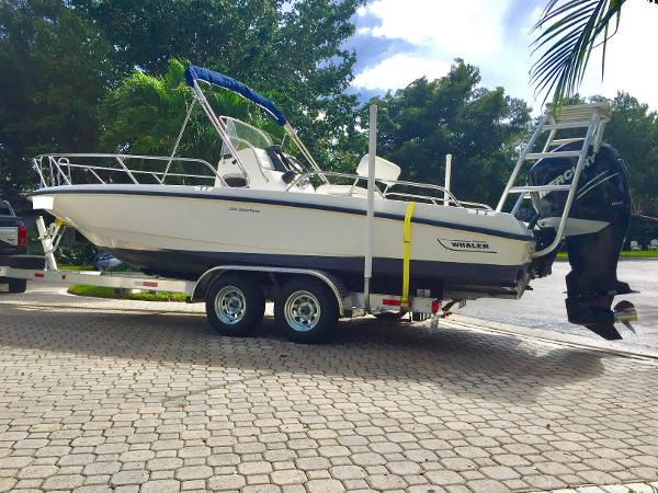 Boston Whaler 230 Dauntless Boston Whaler 230 Dauntless