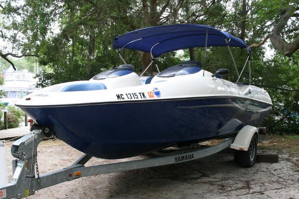 Yamaha Jet boat LX 2000 Port side view