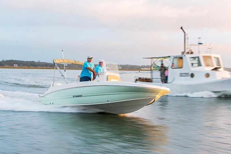 Stingray 186Cc Center Console Deck Boat sting 206cc_coast_running2_preview.jpeg