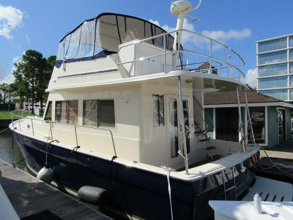 Mainship 43 Sedan Trawler
