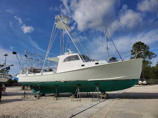 Bruno & Stillman Down East Lobster Yacht