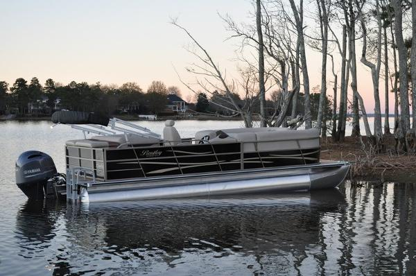 Bentley Pontoons BY ENCORE 240 CCRE